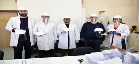 AKÜ Öğretim Elemanlarından Koronavirüs Salgınına Karşı Maske ve Siperlik Üretimi