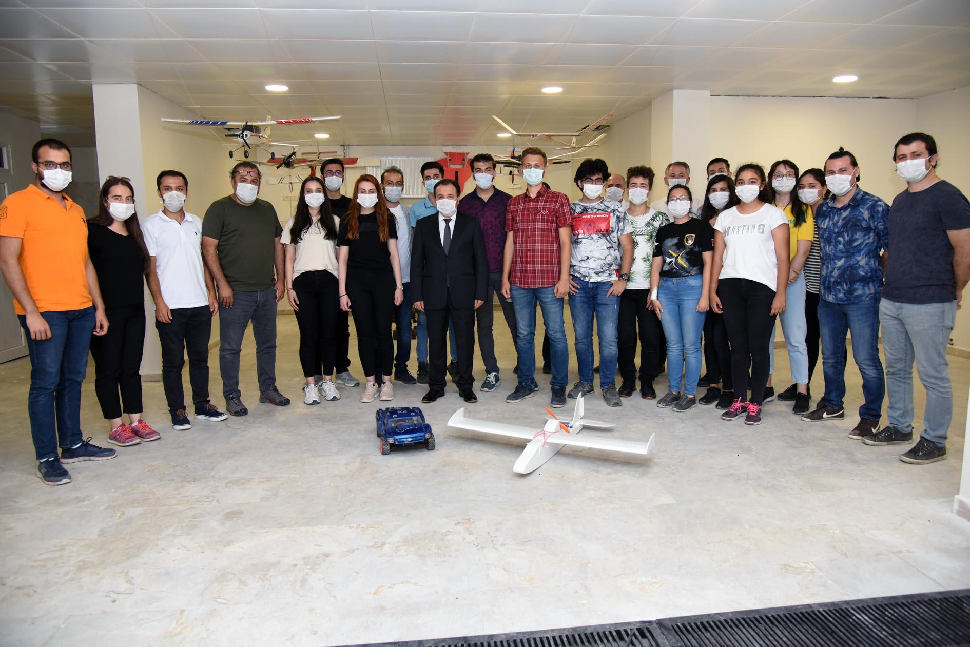 Rektör Karakaş Öğrenci Kulüp ve Topluluklarının Atölyelerinde İncelemelerde Bulundu