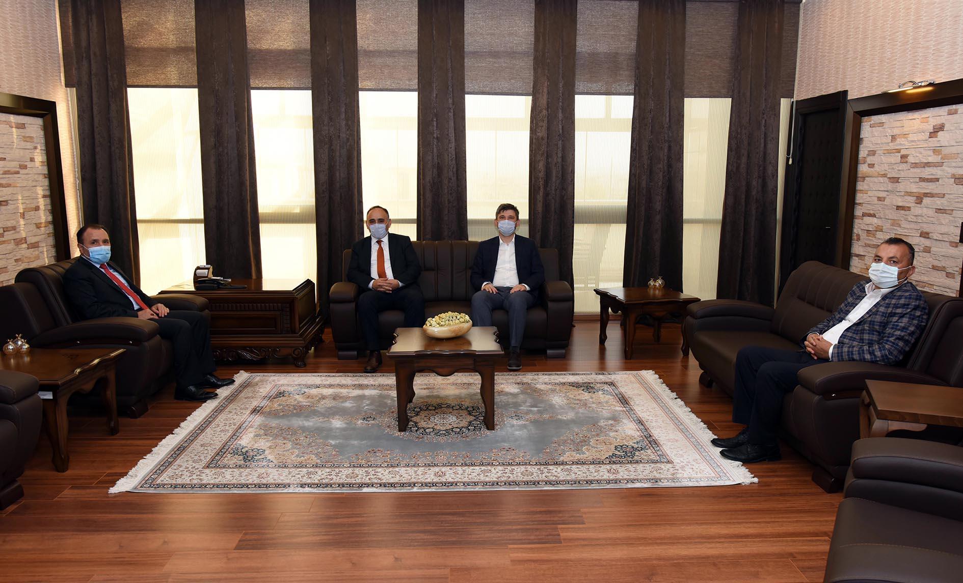 Rektör Karakaş Belediye Başkan Yardımcısı Karakuş ve Müftü Kazancı'yı Kabul Etti