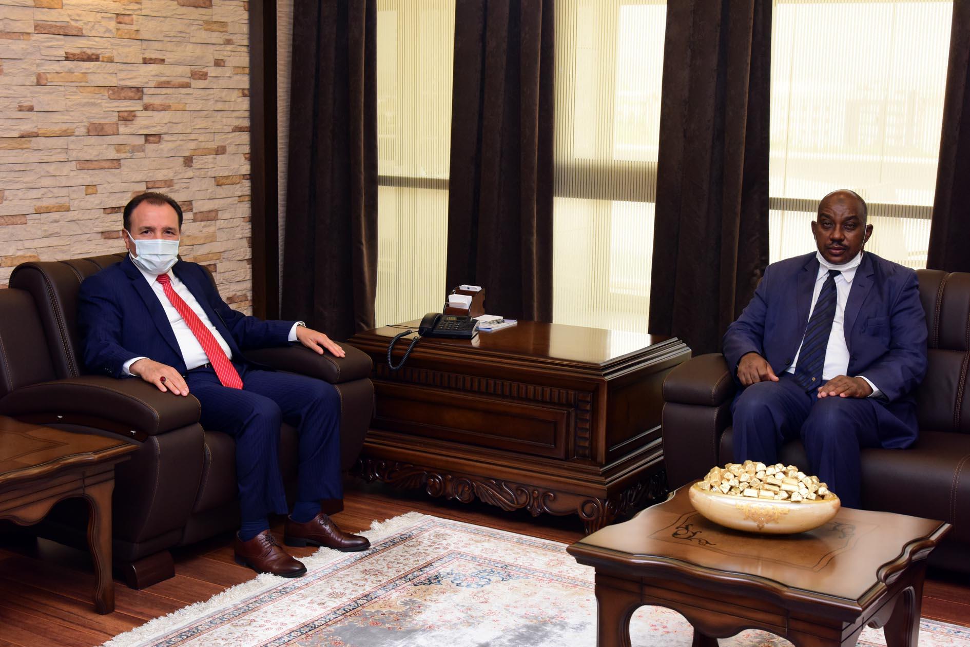 Sudan Dalila Uluslararası Eğitim Merkezi Genel Müdürü  Prof. Dr. Ahmed'den Rektör Karakaş'a ziyaret